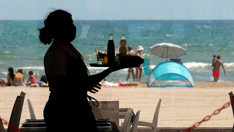 El desempleo en junio golpea al sector hostelero, especialmente a las mujeres