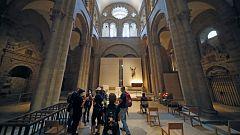 La Catedral de Santiago reabre sus puertas con aforo limitado y la prohibición de besar al santo