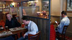 Reabren en Inglaterra los restaurantes, pubs, hoteles y peluquerías, entre otros establecimientos comerciales