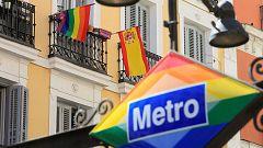 El ambiente del Orgullo 2020 abandona las calles y se da cita en los balcones de Chueca por el coronavirus