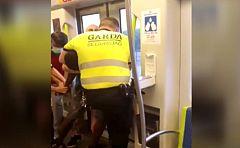"""Metrovalencia investiga la detención de un hombre por mal uso de la mascarilla: """"Soltadle el cuello"""""""