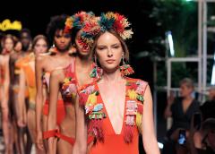 Flash Moda - Dolores Cortés nos atrapa con una colección llena de color
