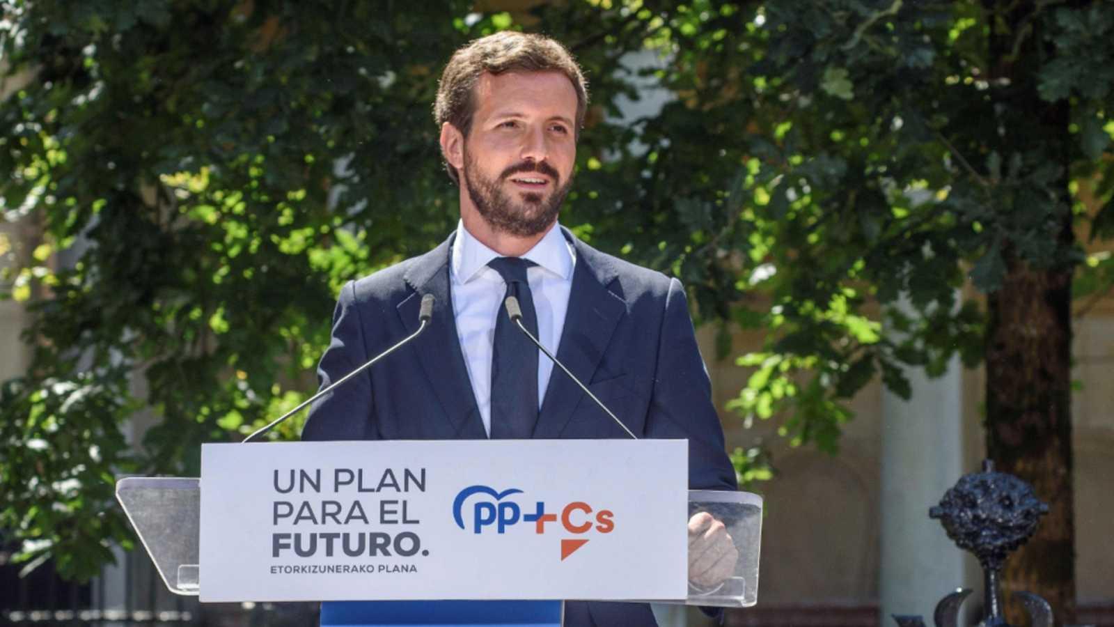 """Casado acusa a Sánchez de practicar la """"hipocresía"""" y el """"cinismo"""" al hablar de pactos con el PP"""