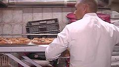Una pequeña panadería de París hace cada día pan y croissanes para el Presidente Macrón y sus ministros