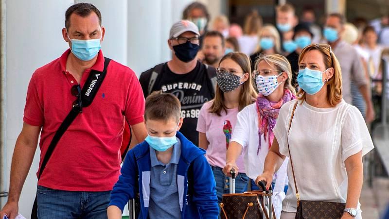 Baleares obligará al uso permanente de mascarillas y limitará el número de personas por reunión