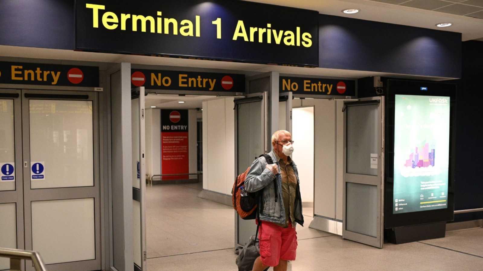 Medidas de cuarentena en Reino Unido alertan a los viajeros del extranjero