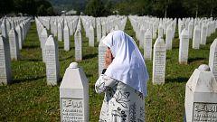 25 años después, la masacre de Srebrenica sigue enfrentando a las comunidades bosnia y serbia