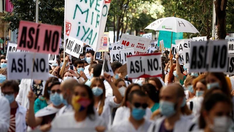 Los médicos residentes madrileños reivindican un convenio digno en el primer día de huelga