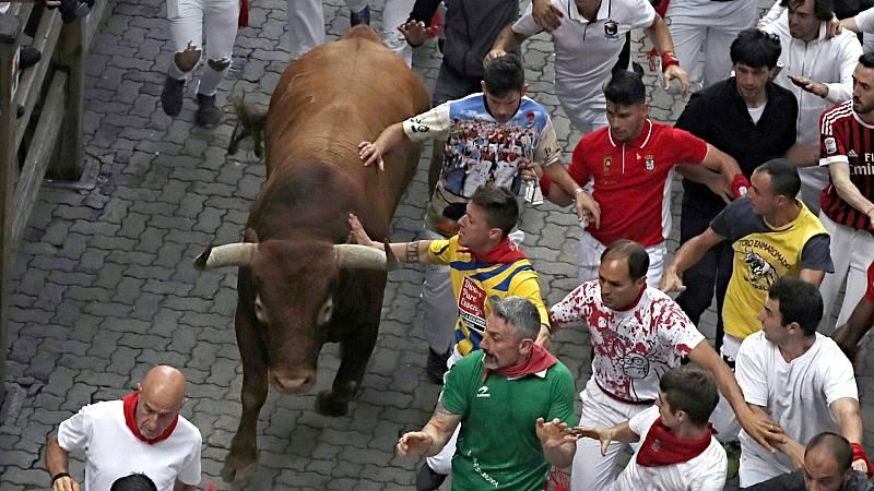 """'Corriendo al 2021': Los toros de la ganaderia de Pablo Romero corriendo el encierro más """"extraño"""" de la historia"""