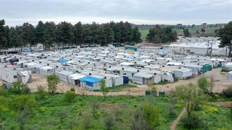 Once mil refugiados en situación de vulnerabilidad podrían quedarse en la calle en Atenas