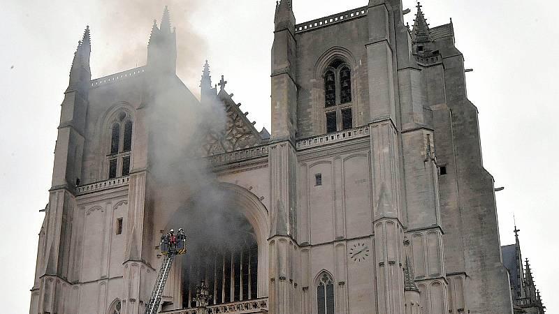La Fiscalía investiga como intencionado el incendio en la catedral de Nantes
