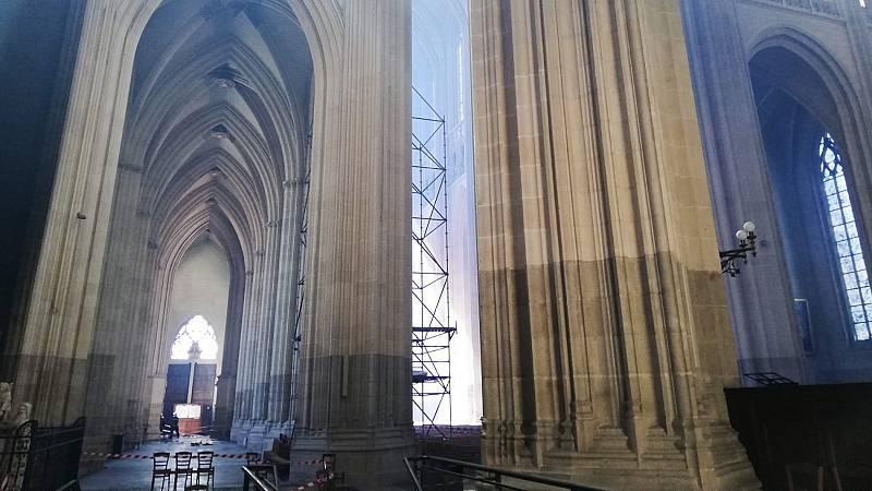 La existencia de tres focos en el incendio de la catedral de Nantes refuerza la hipótesis criminal del fuego