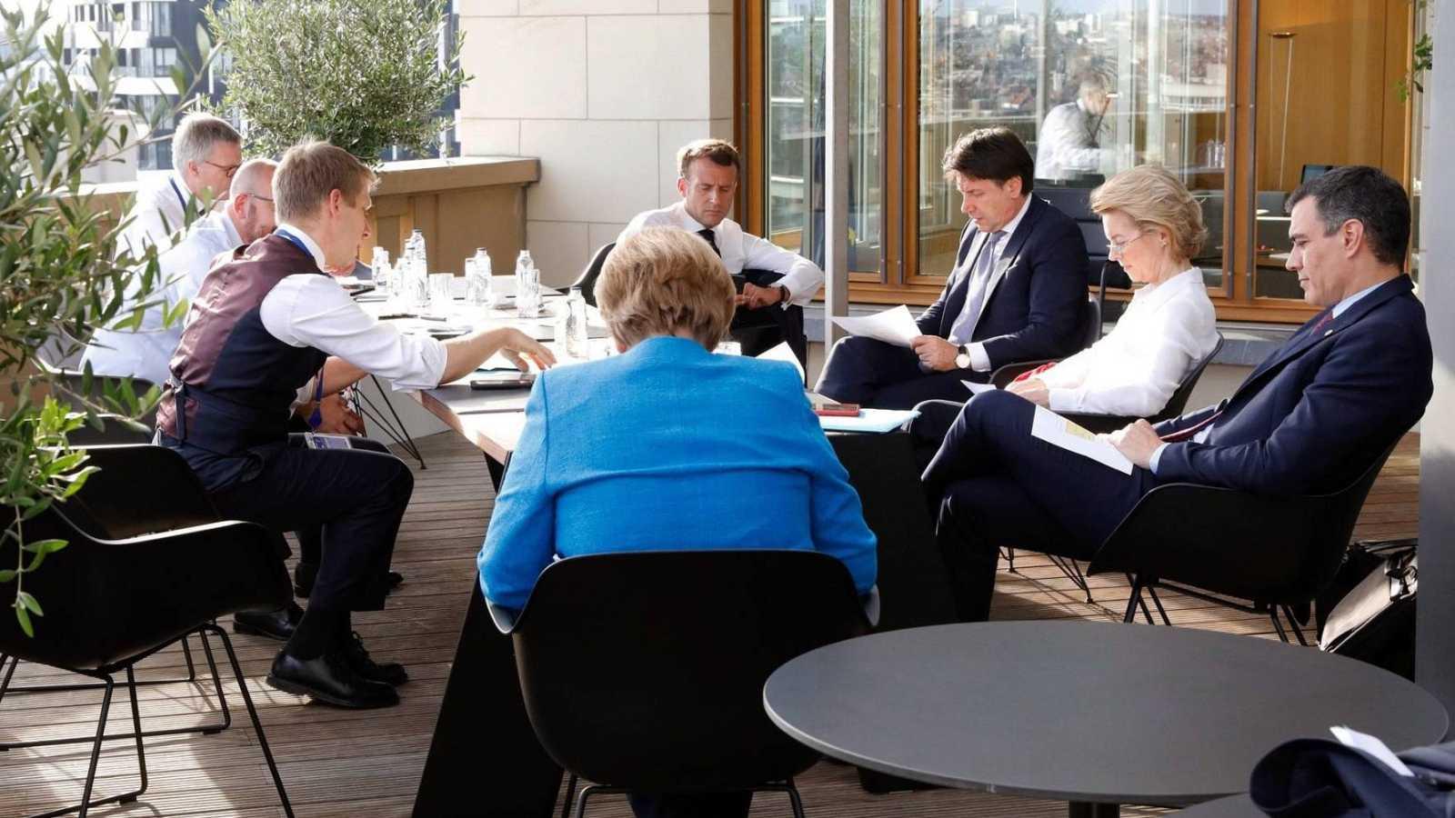 La negociación del pacto de reconstrucción en la UE se estanca y seguirá este domingo