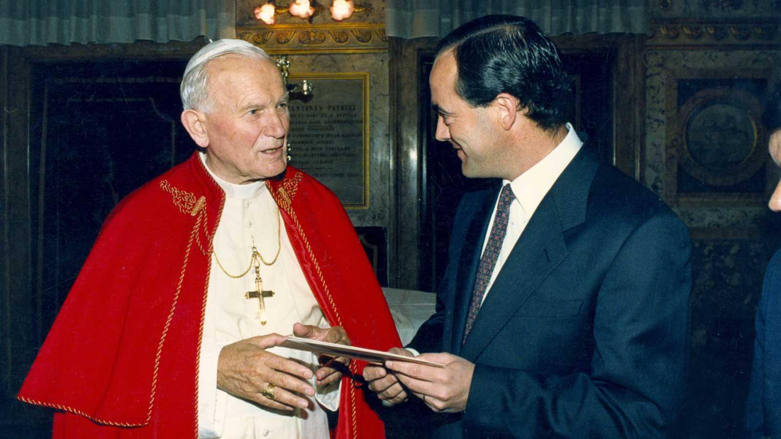 José Bono, de sacerdote a político