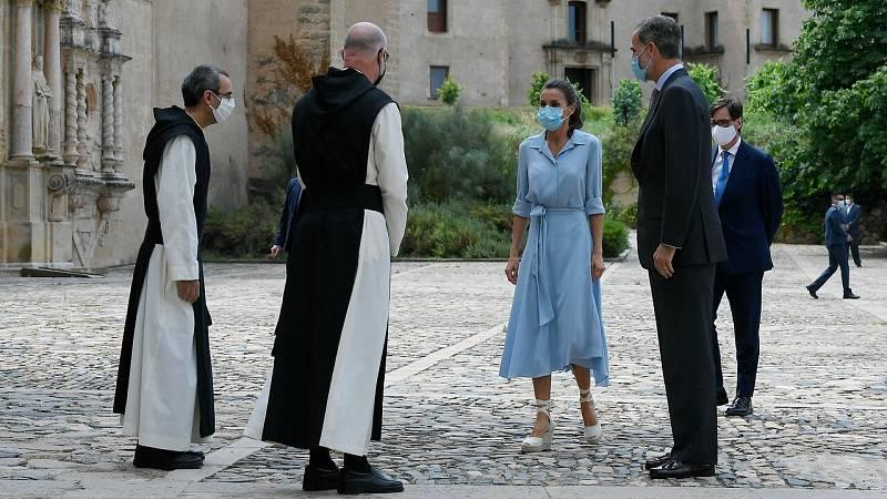 Los reyes visitan el Monasterio de Poblet entre protestas independentistas