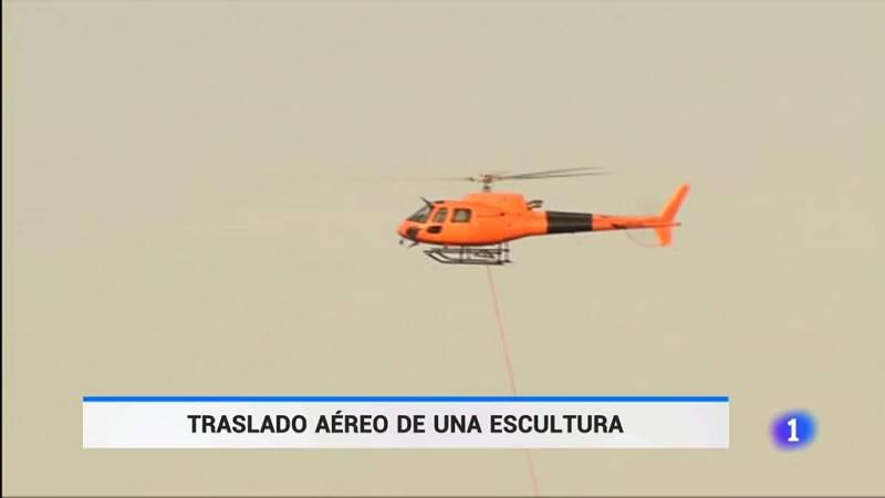 Trasladan en helicóptero la escultura de Cristina Iglesias a la isla en San Sebastián