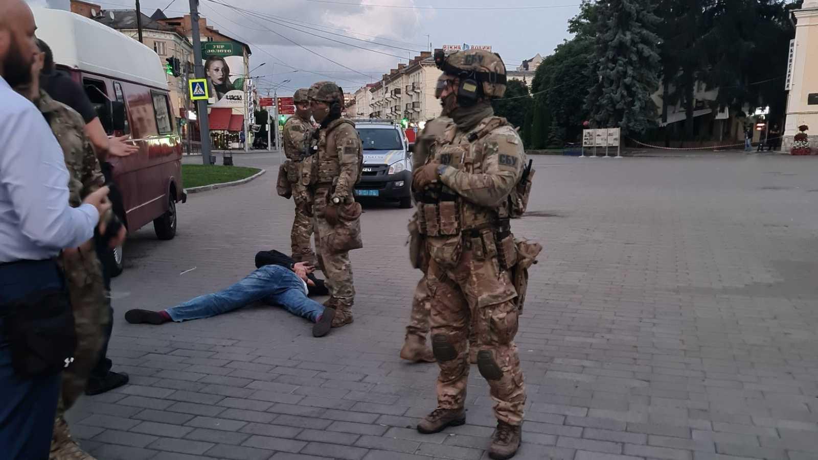 La policía ucraniana detiene al secuestrador del autobús y libera a todos los rehenes
