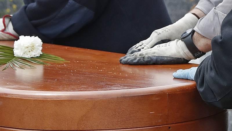 Madrid entierra a 59 fallecidos con coronavirus cuyos cuerpos no fueron reclamados