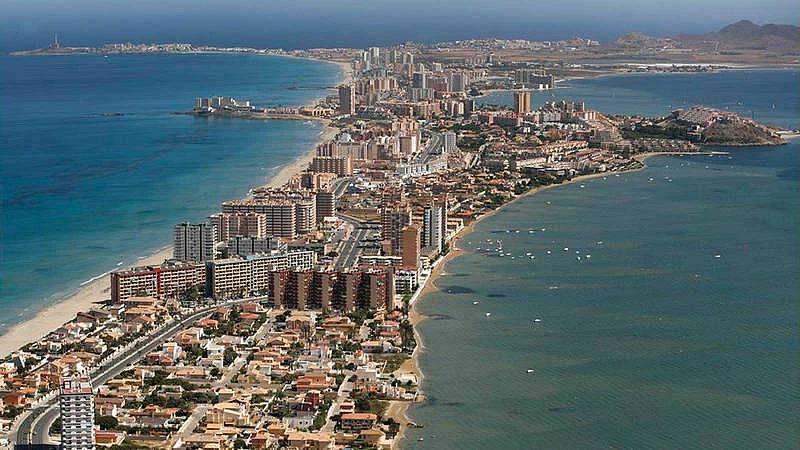 Murcia aprueba una ley de protección del Mar Menor que limita fertilizantes y restituye regadíos