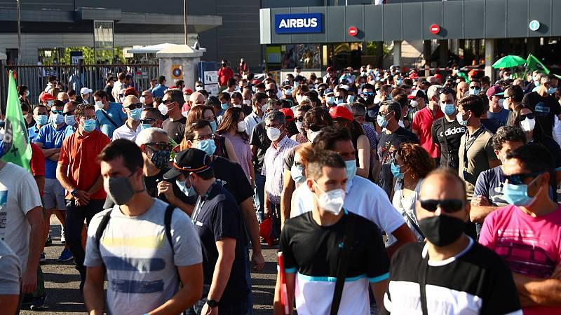 Miles de trabajadores de Airbus se manifiestan contra los despidos en España