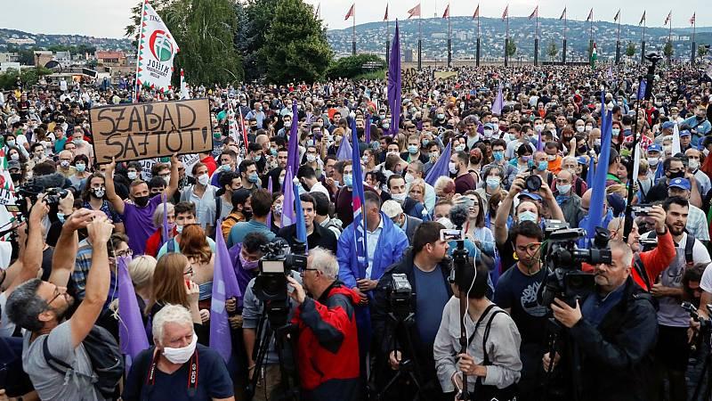 Dimite casi toda la plantilla de una web de noticias húngara contra la injerencia del gobierno