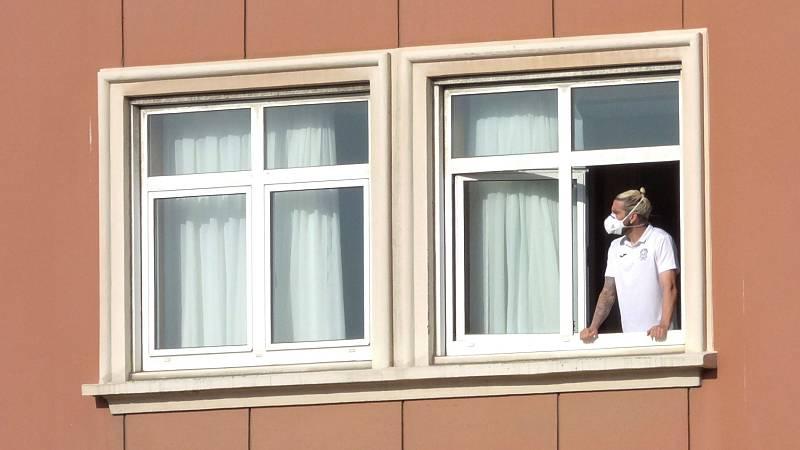 Un jugador del Fuenlabrada ingresado en el hospital cuando se cumplen cinco días de confinamiento en un hotel de A Coruña