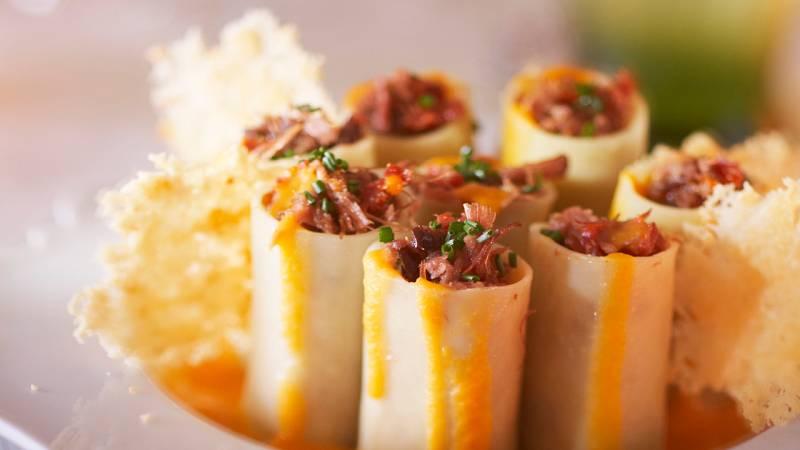 Receta italiana de canelones rellenos de boletus, trufa fresca y foie