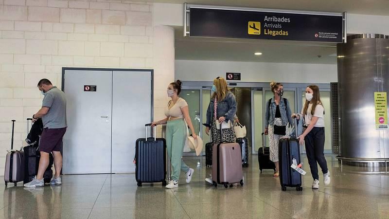 Reino Unido desaconseja los viajes a España, incluidas las islas Baleares y Canarias