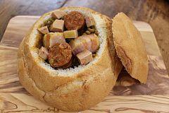 Pan relleno de lentejas con chorizo, panceta y mi - cuit