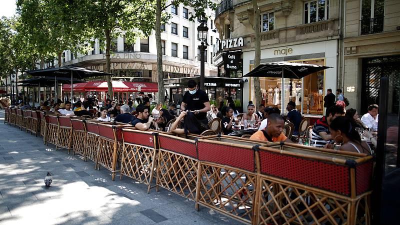 Francia prohibirá calentar las terrazas y otros espacios exteriores por el despilfarro energético