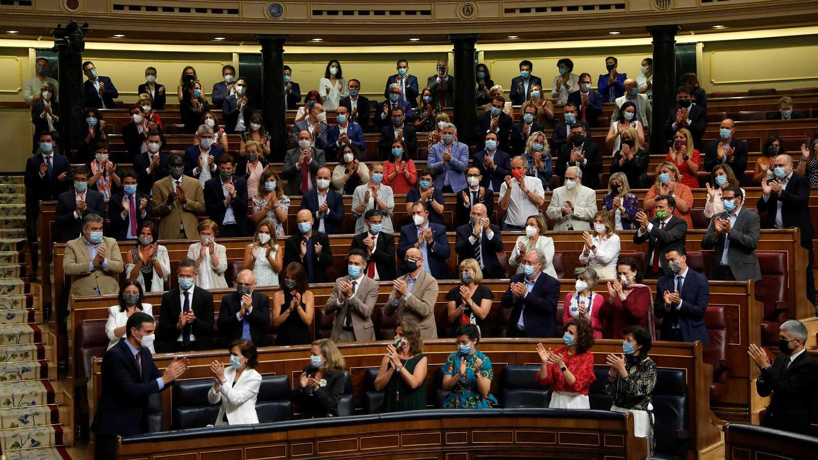 La bancada del PSOE al completo protagoniza el pleno del Congreso