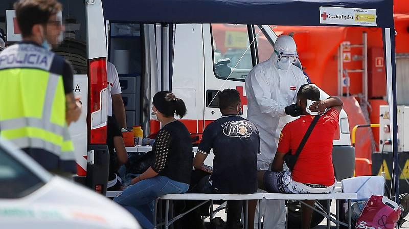 Hospital de campaña para la cuarentena de 75 inmigrantes en Alicante
