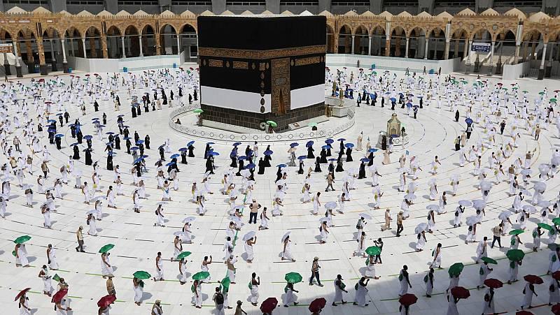 Mascarillas, distancia social y muchos controles en la peregrinación anual a La Meca