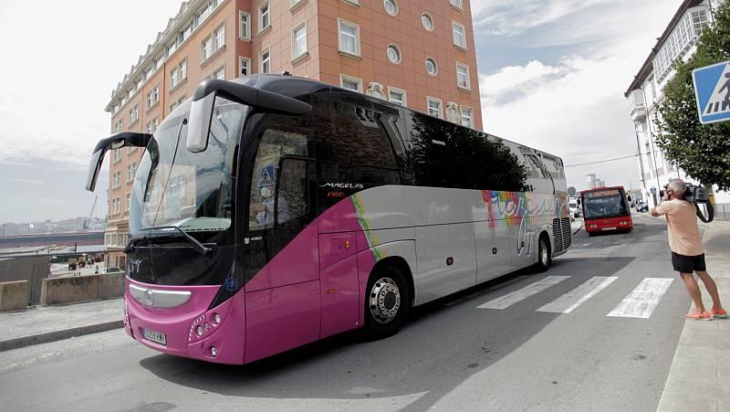 Vídeo: Ocho de los 33 integrantes del Fuenlabrada que han recibido el alta en A Coruña abandonan el hotel