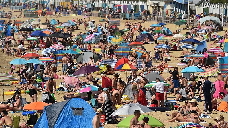 La cuarentena obliga a muchos británicos a pasar las vacaciones en Reino Unido