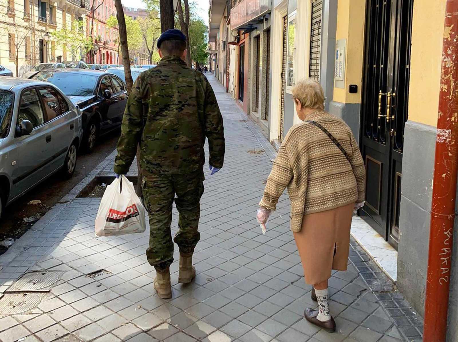 Una residencia de Madrid celebra estar libre de coronavirus