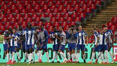 Doblete de Mbemba en la final de la Taça ante el Benfica y del Oporto en Portugal