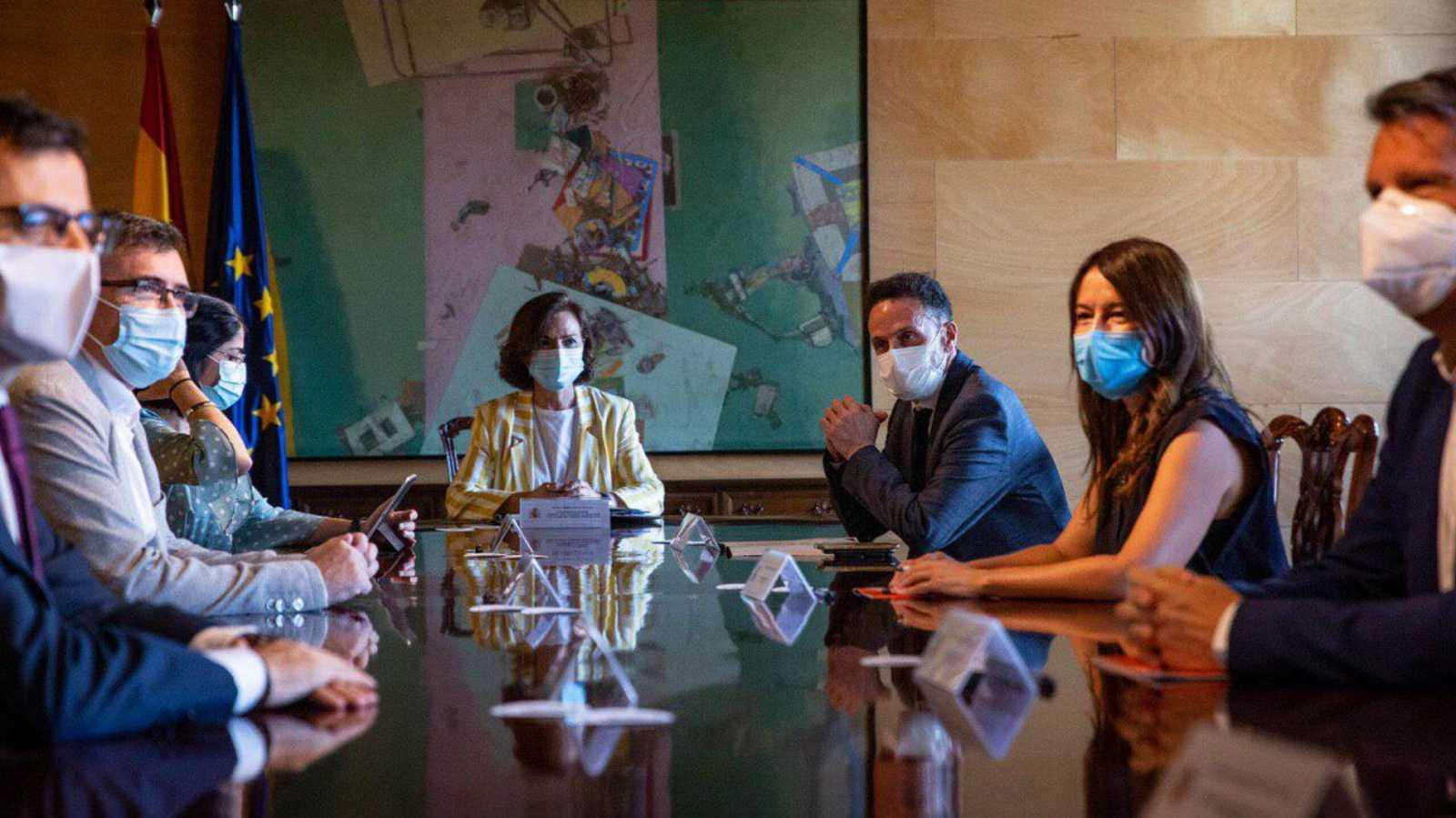 El Gobierno se reúne con Ciudadanos pese a las quejas de Podemos por no estar presente