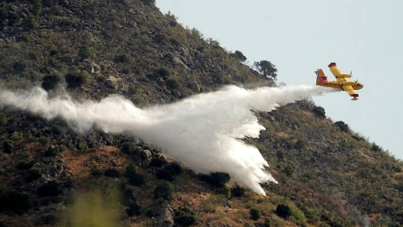 """El incendio forestal de Robledo está casi estabilizado y se prevé que en """"las próximas horas"""" esté controlado"""