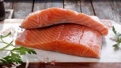 Aquí la Tierra - Hung Fai nos enseña a cortar salmón