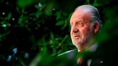La salida del país del rey emérito busca reforzar a la Monarquía en España, según expertos