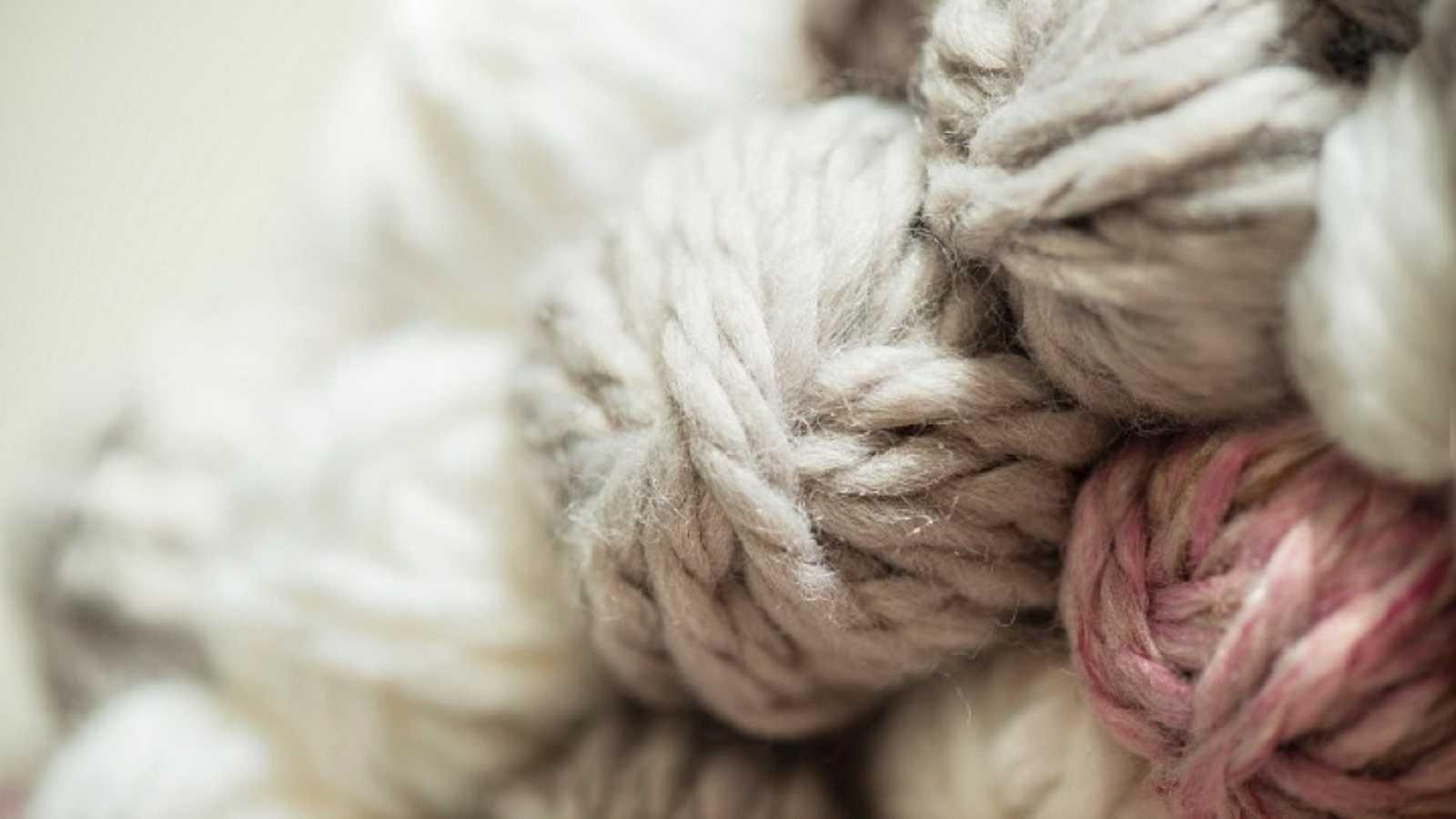 Aquí la Tierra - ¡Aprendemos a hilar lana con doña Úrsula!