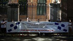 Protesta de Marea de Residencias para exigir una ley para el sector tras la pandemia