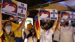 La detención domiciliaria del expresidente colombiano Álvaro Uribe divide al país