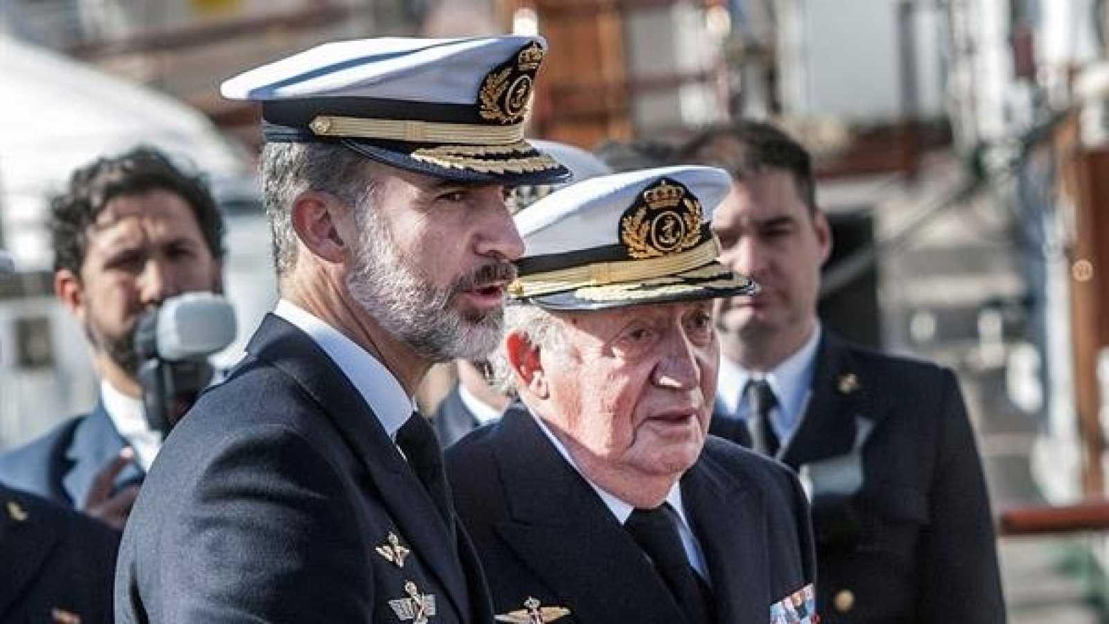 Felipe VI pactó con Juan Carlos I su salida de España en una reunión entre padre e hijo