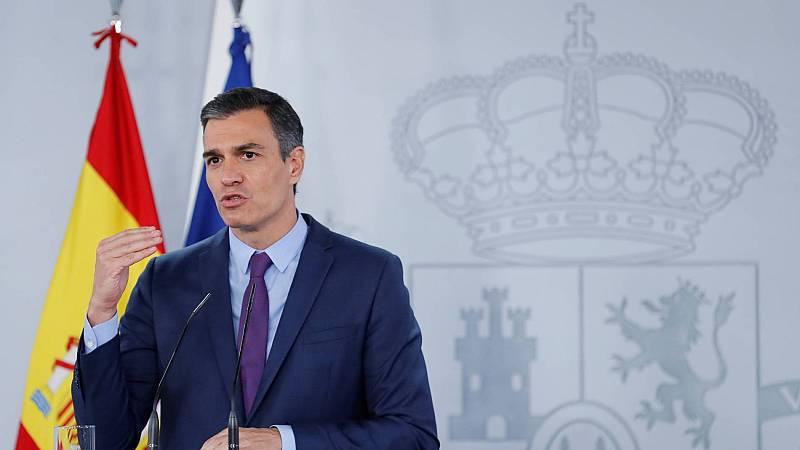 Sánchez llama a defender la Constitución y la Monarquía parlamentaria en una carta a los militantes