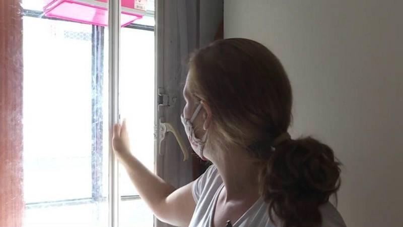 ¿Cómo pasan el verano las familias que viven en casas pequeñas, con poca ventilación y un mal aislamiento?
