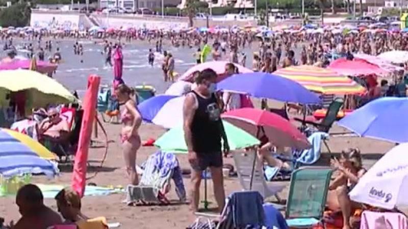 Oropesa multará con hasta 750 euros a los que cojan sitio en la playa dejando una sombrilla