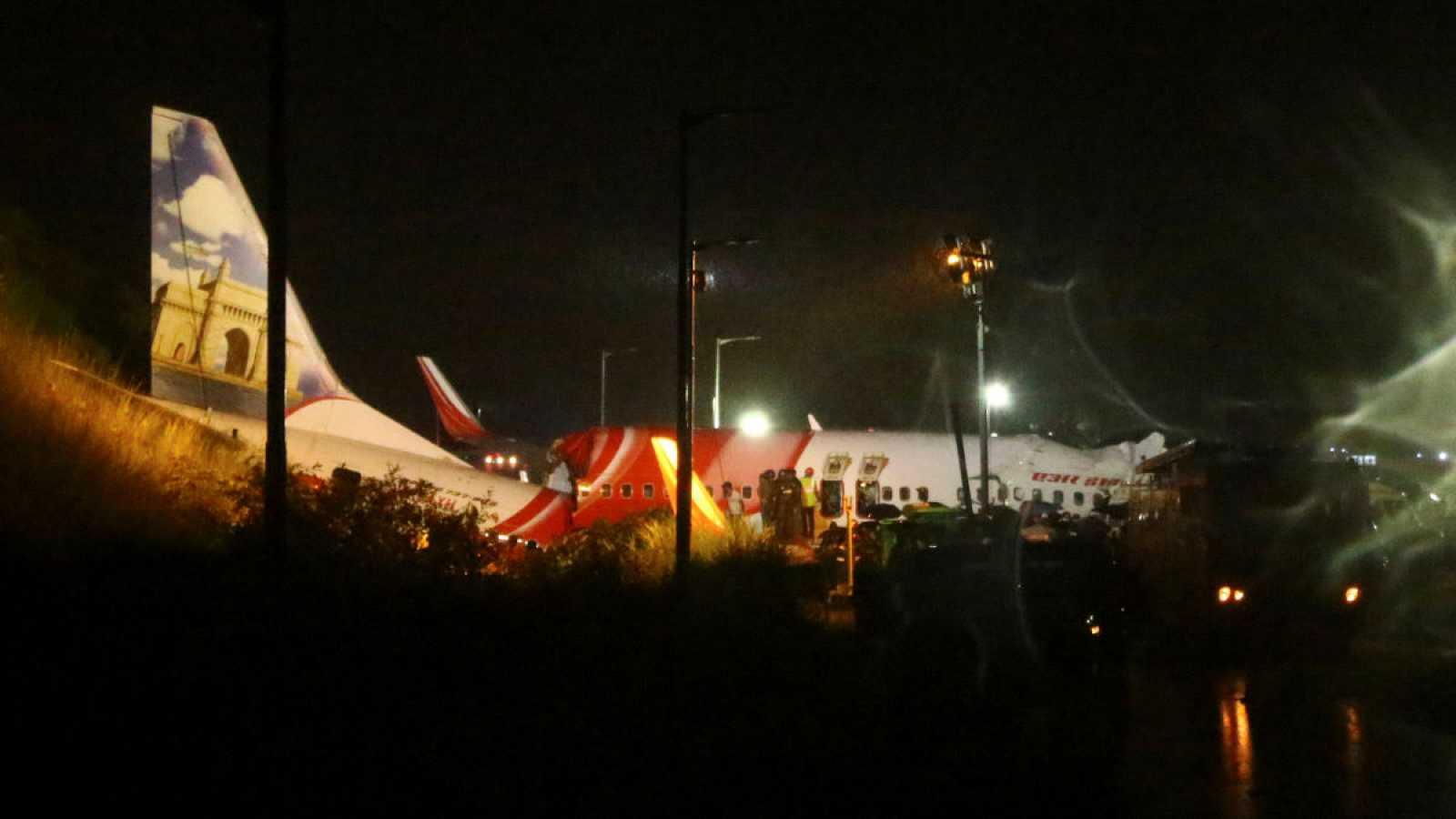 Un avión con 191 pasajeros se estrella en Calcuta al aterrizar