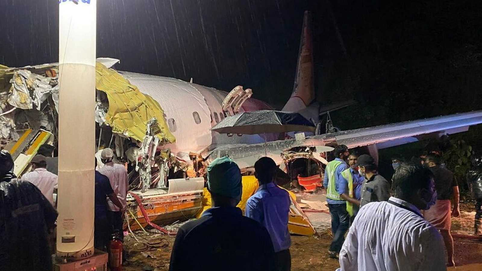 Al menos diez fallecidos en un accidente aéreo en Calcuta
